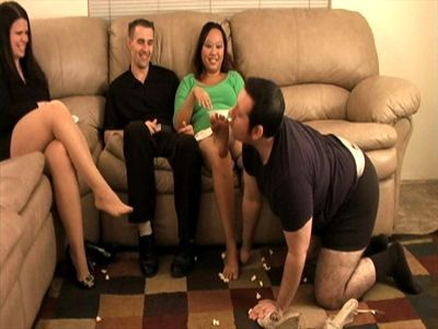 Girl gets foot worship on a date